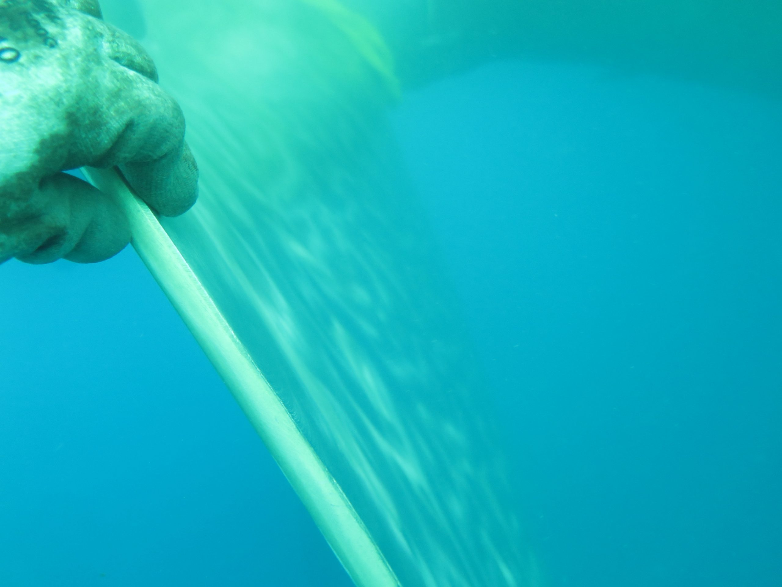 Diver shows the propeller during propeller cleaning