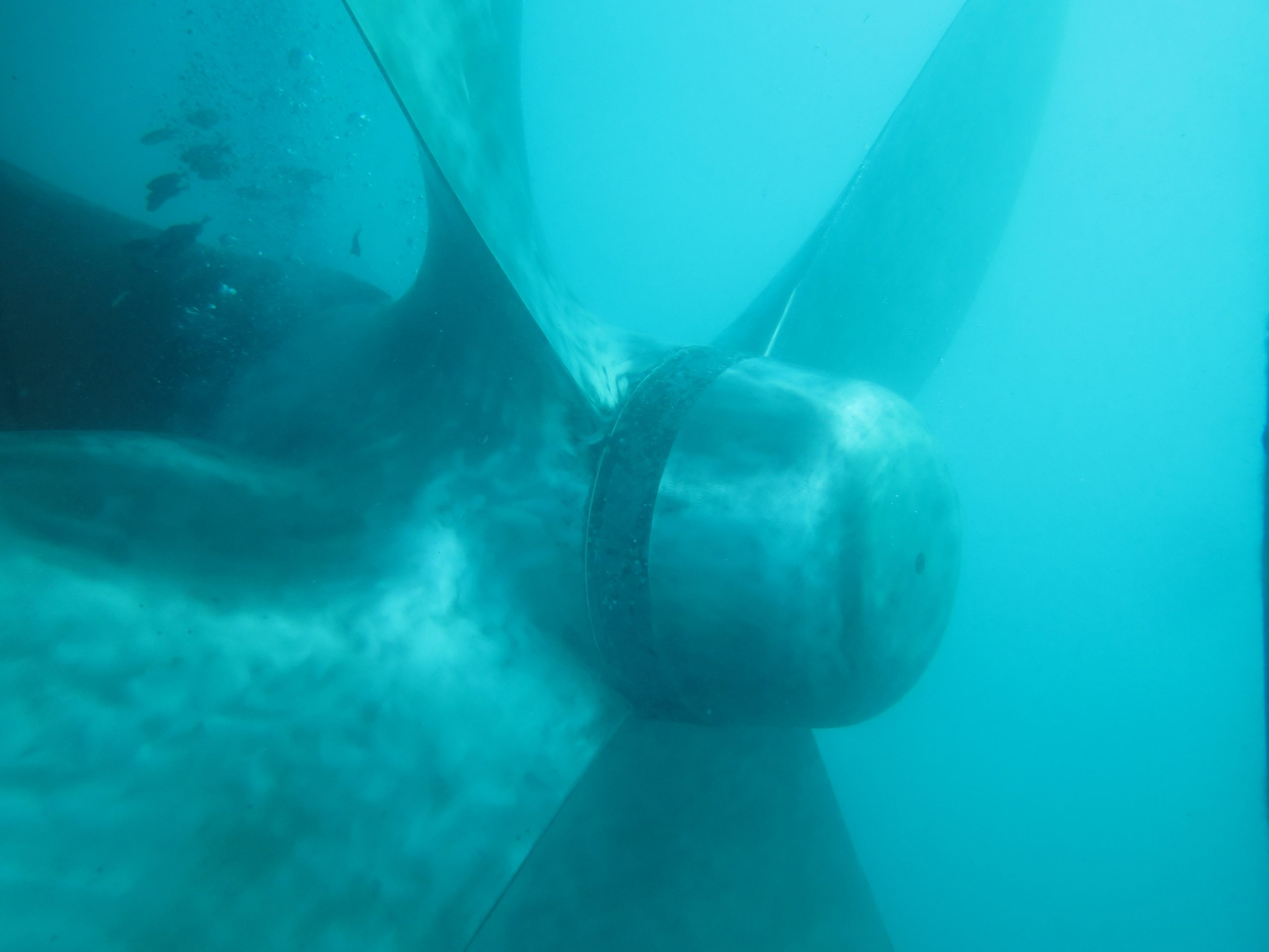 Propeller polishing in Lome, togo is done by divers and ROV